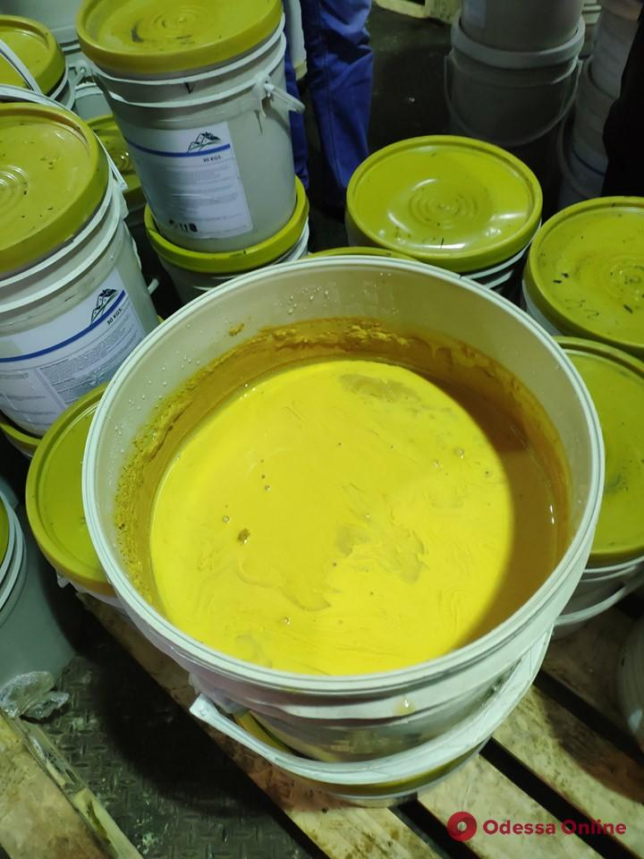 Находчивость не помогла: одесские таможенники обнаружили 19 тонн краски с кокаином