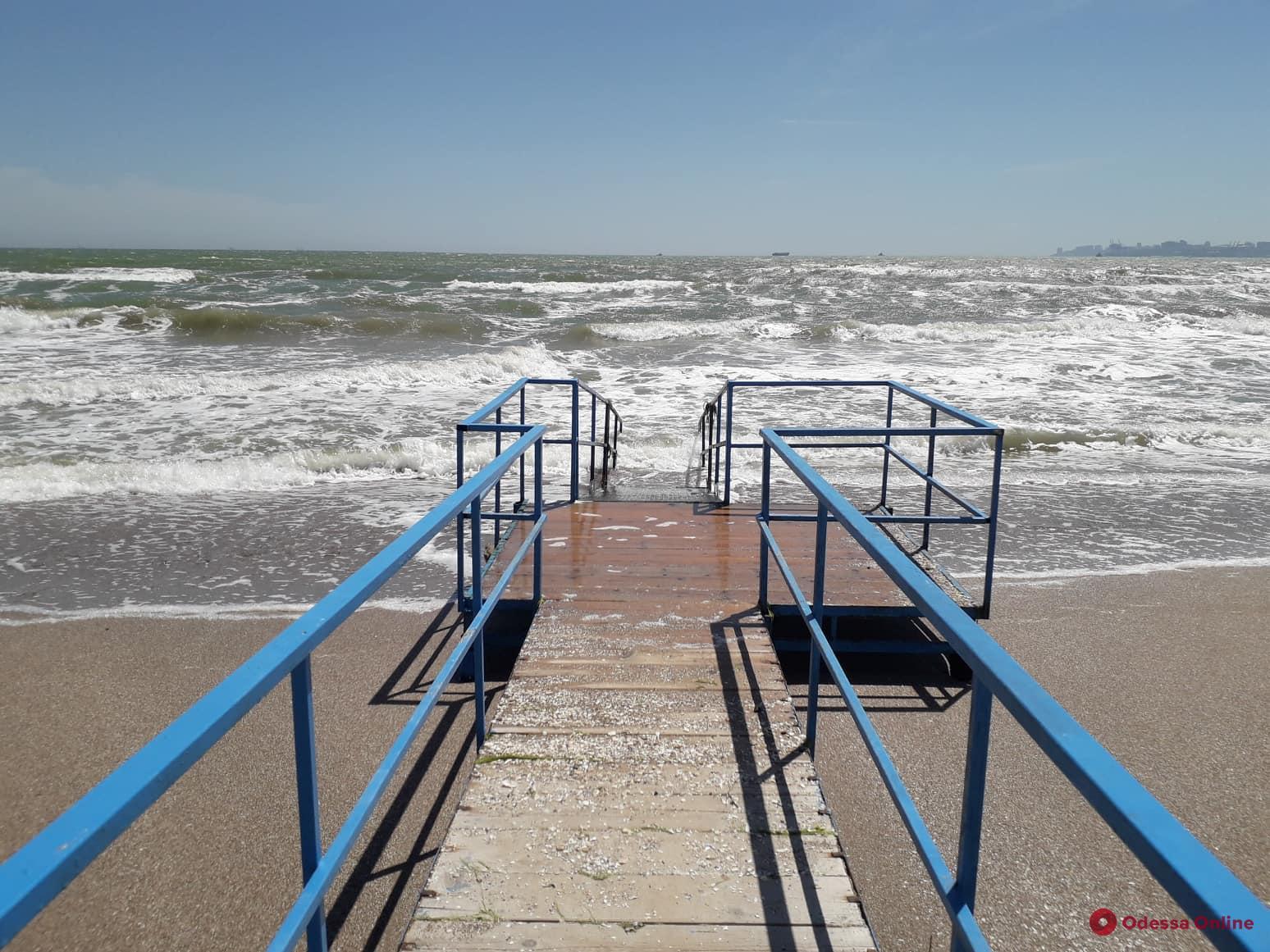 В Лузановке к новому сезону готовят пляж для инвалидов (фото, видео)
