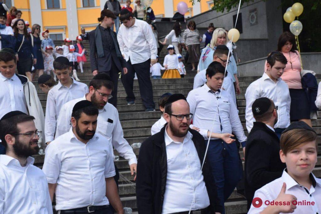С размахом: на Потемкинской лестнице одесские евреи  снимали клип к свадьбе сына главного раввина