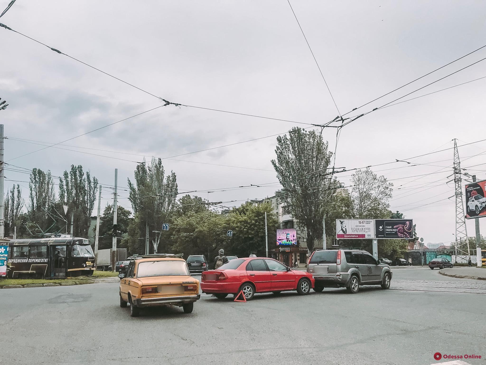 Из-за ДТП на площади Толбухина образовалась гигантская пробка