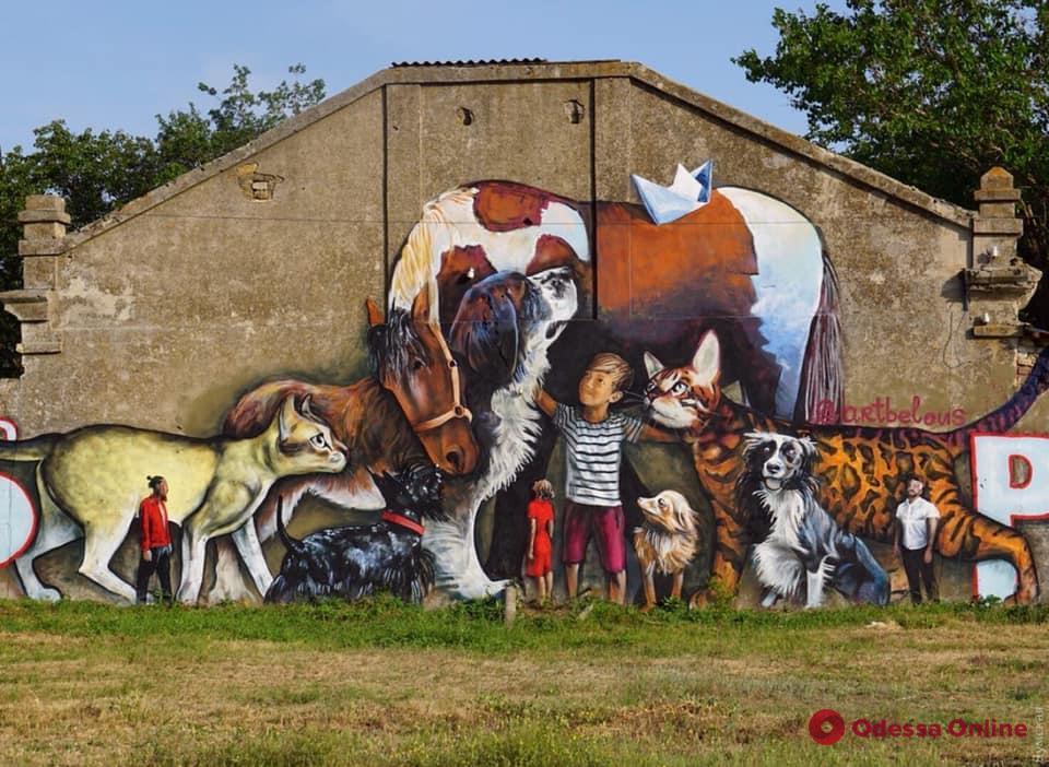 Приют для животных на Жеваховой горе украсили гигантским муралом
