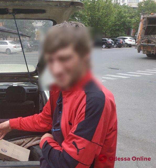 В Одессе задержали промышлявшего кражами из авто грузинского «гостя»