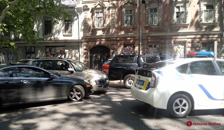 В центре Одессы столкнулись Mercedes и Citroën
