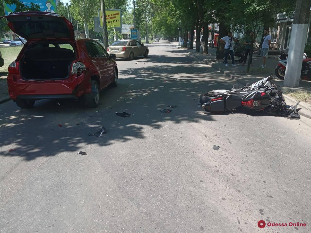 В ДТП на Адмиральском проспекте пострадали два человека