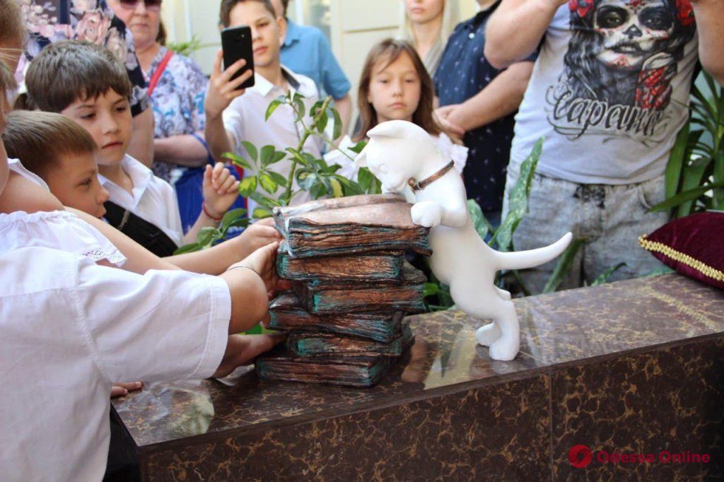 В одесской школе «поселился» ученый кот (фото)
