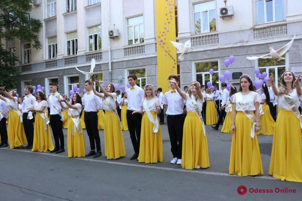 В одесских школах прозвенел последний звонок (фоторепортаж)