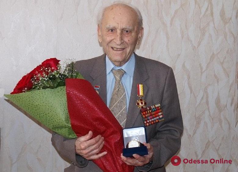 Старейшему практикующему врачу Одессы исполнился 101 год