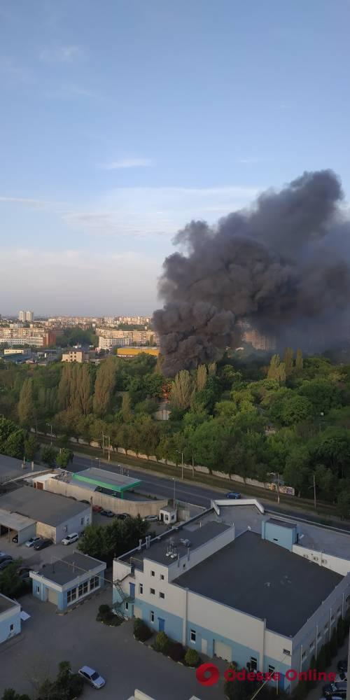 Одесса: на территории бывшей военной части произошел пожар