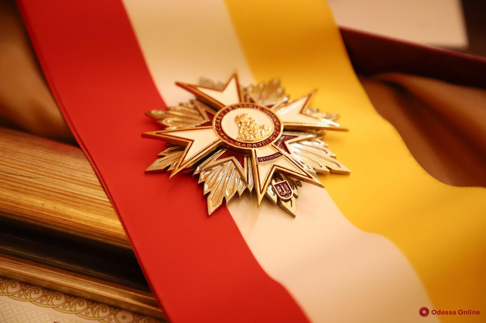 Советника мэра Одессы по ЖКХ наградили почетным знаком отличия