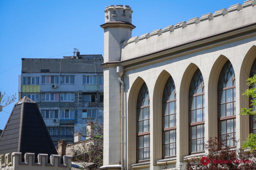 Уютные дворики, узкие улочки, аромат весны и вкусной выпечки: прогулка по Одессе (фоторепортаж)