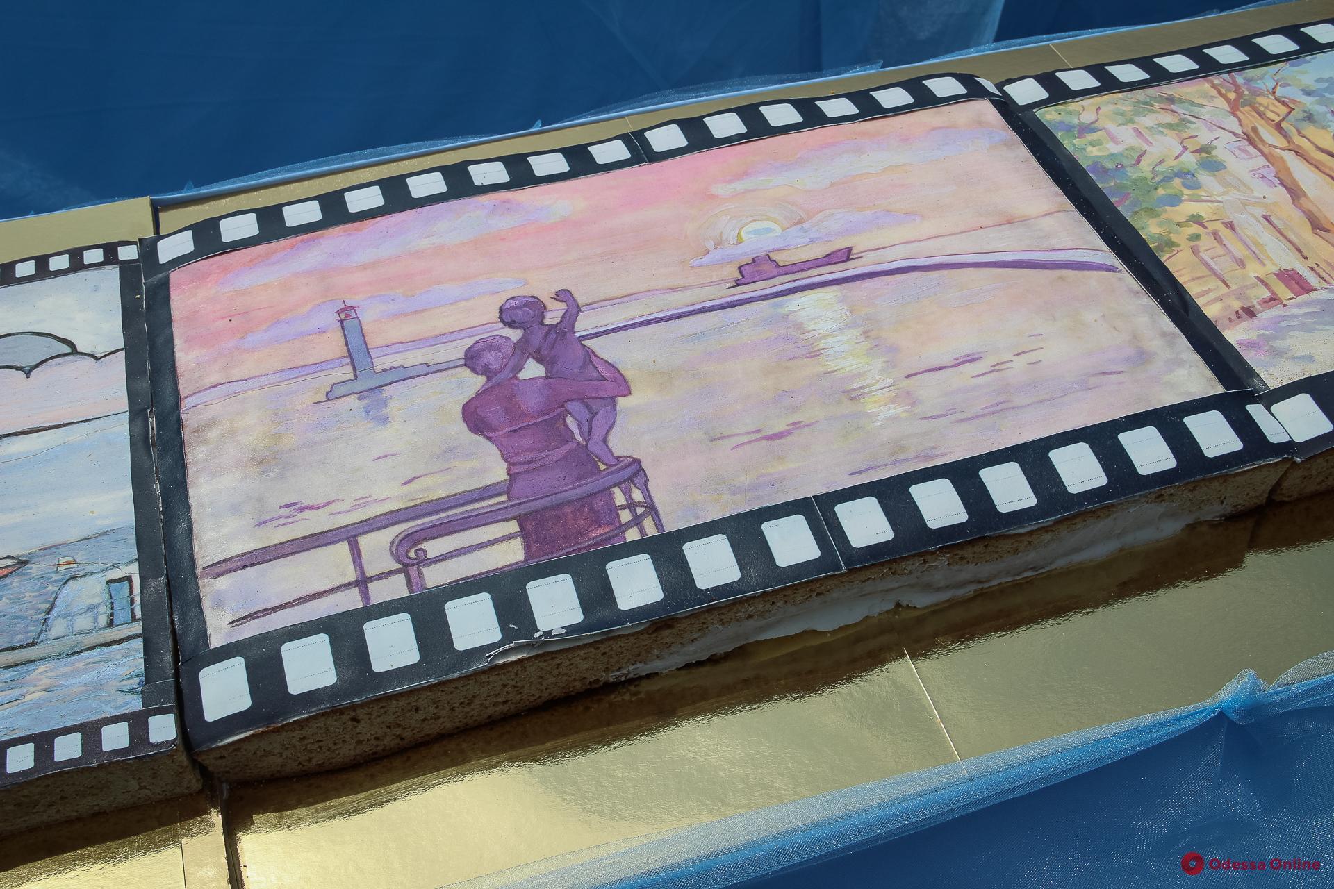 Одесситов у Дюка угощали кинотортом весом более тонны