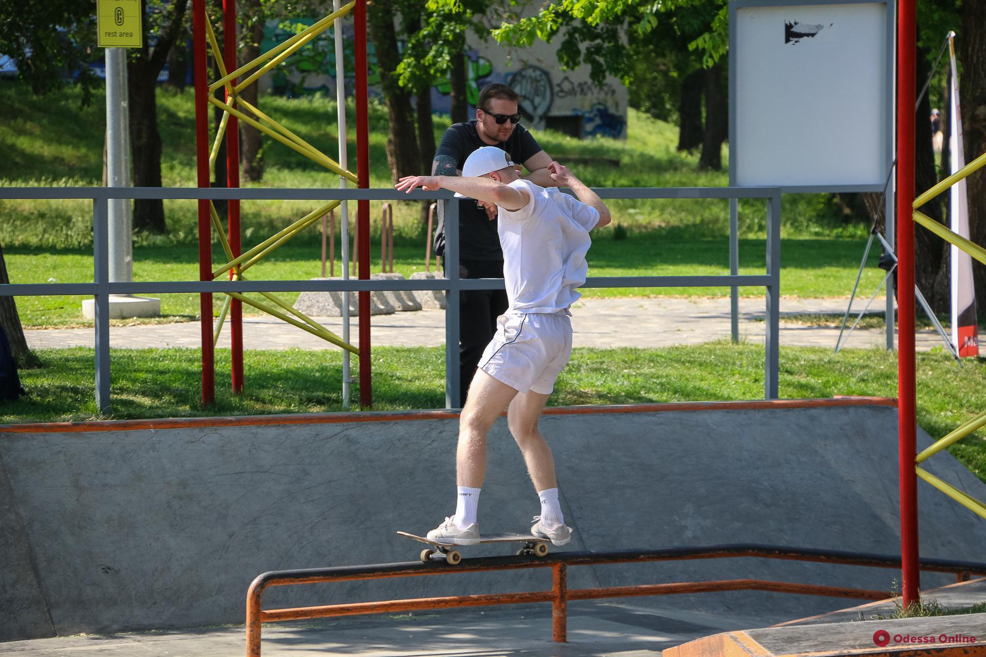Одесские экстремалы открыли новый сезон в скейтпарке (фоторепортаж)