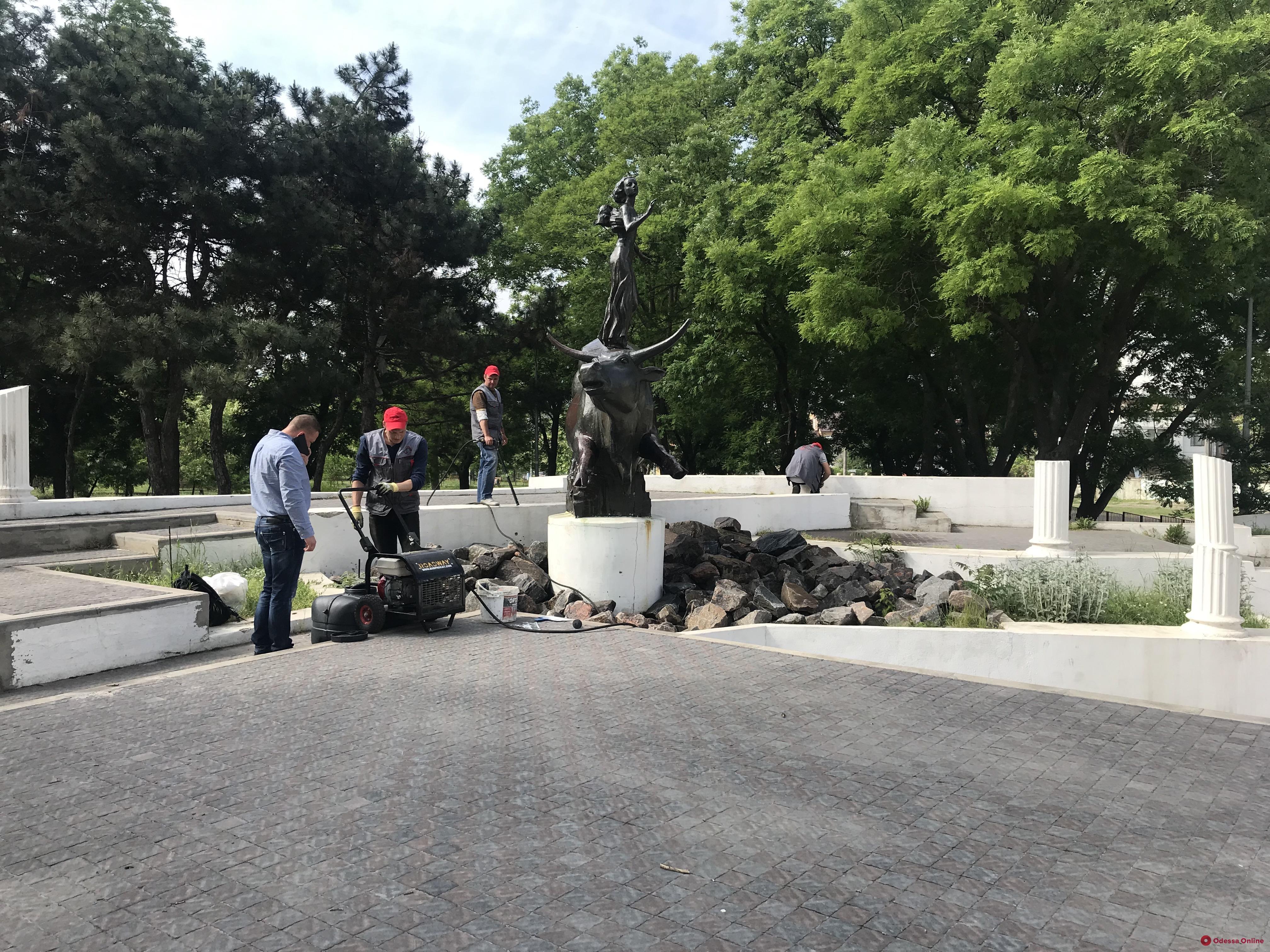 На Фонтане ремонтируют скульптуру «Похищение Европы» (фото)