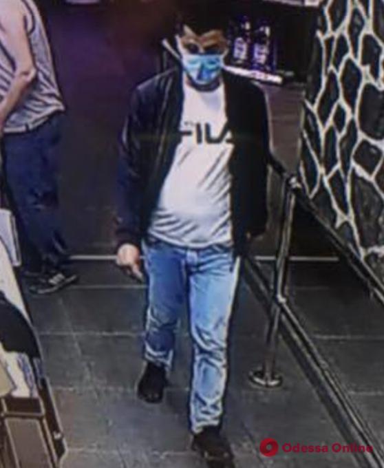В Одессе разыскивают уличного грабителя (фото)