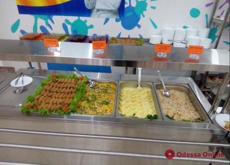 Еще в одной одесской школе появился «шведский стол»