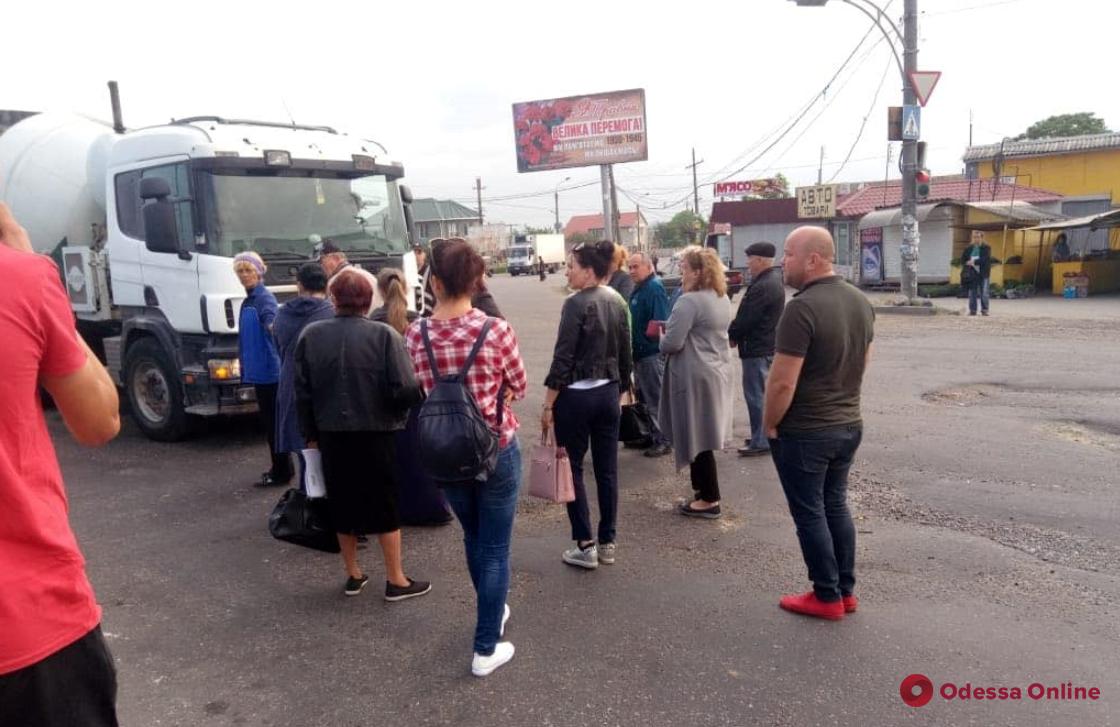 Под Одессой жители села Усатово перекрывали дорогу