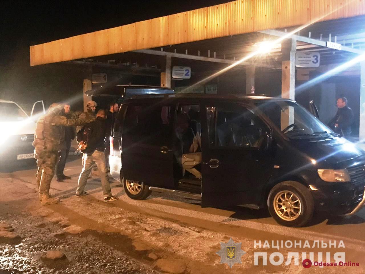 Одесские правоохранители поймали двух вербовщиков проституток