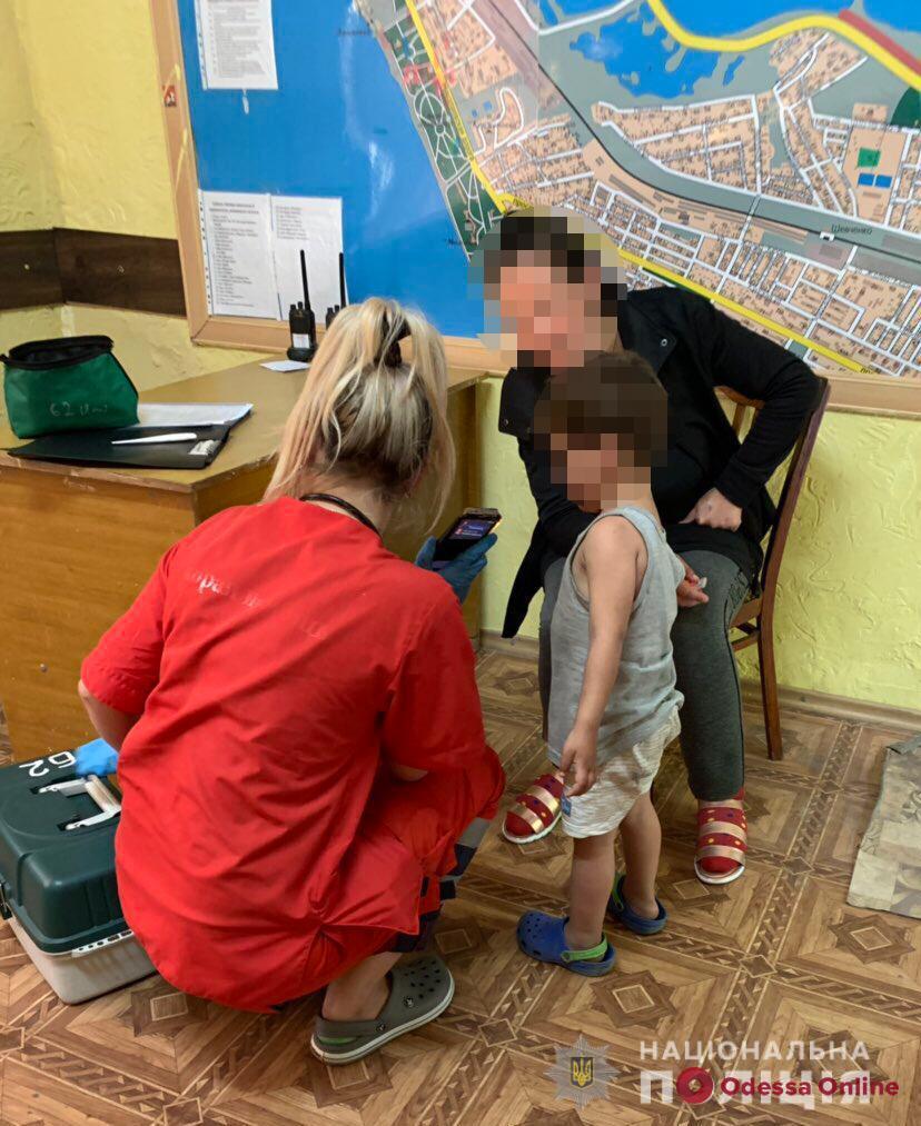 На одесском пляже в палатке нашли маленькую девочку — полиция ищет родителей