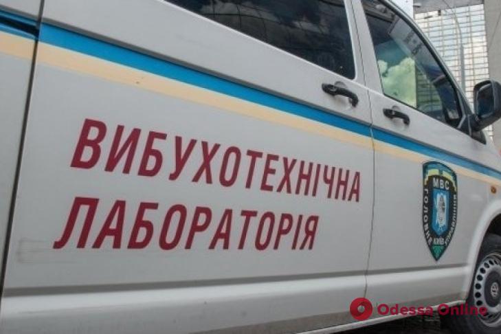 Одесские полицейские ищут бомбу в восьми отелях и трех торговых центрах
