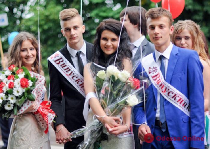 Многие одесские школьники отказались от пышных выпускных вечеров