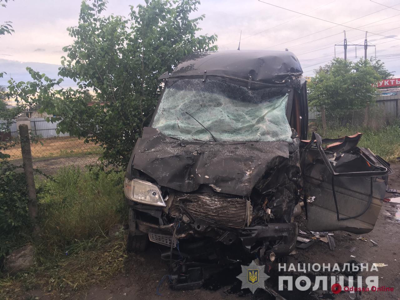 Под Одессой столкнулись микроавтобус и грузовик – пострадали четыре человека
