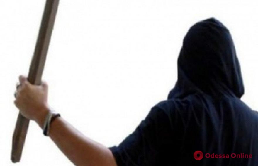 В Раздельной разбойник избил металлической трубой сотрудницу пункта приема лома