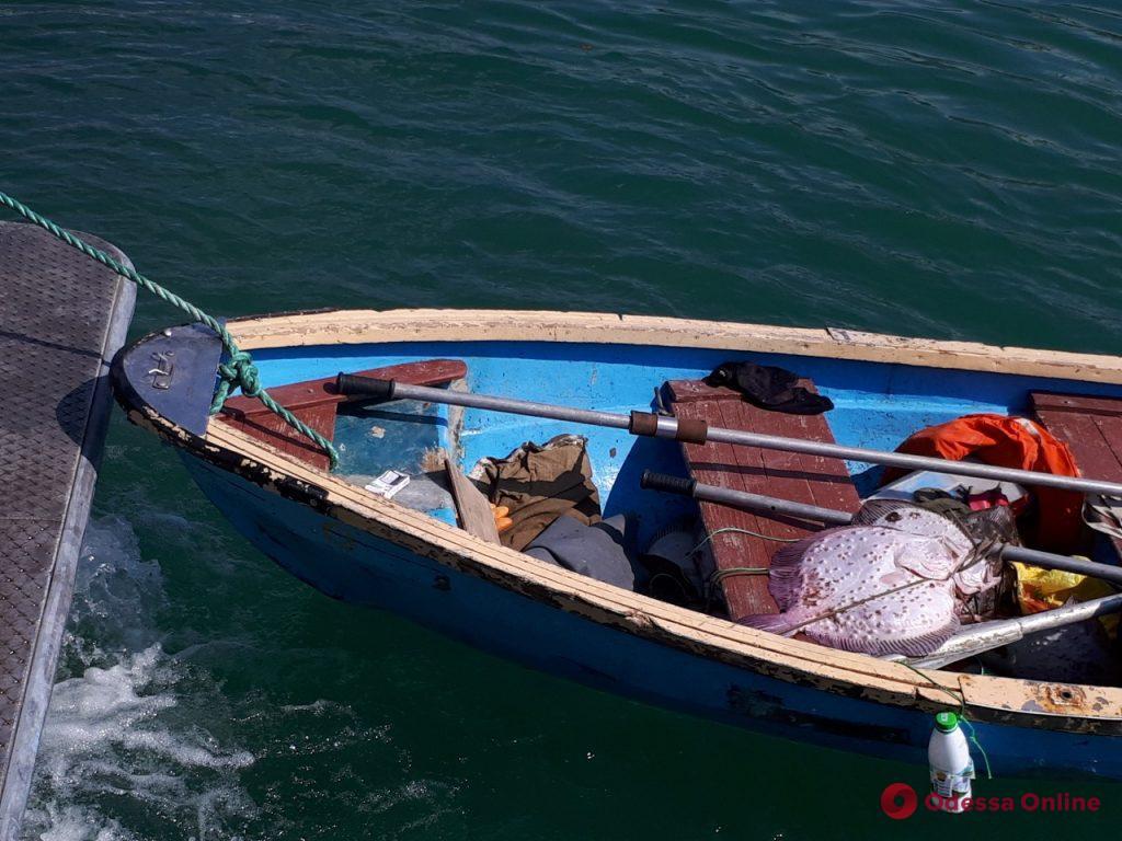 В прибрежной зоне Одессы браконьер дважды попался с богатым уловом