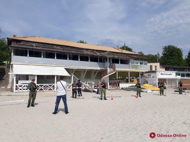 На пляже «Ланжерон» снесли нахалстрой
