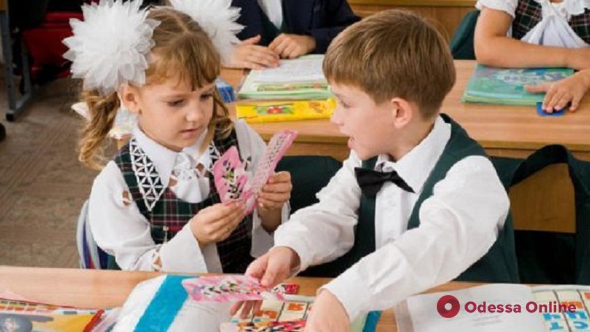 Будущих одесских первоклашек будут зачислять в школы до 1 июня
