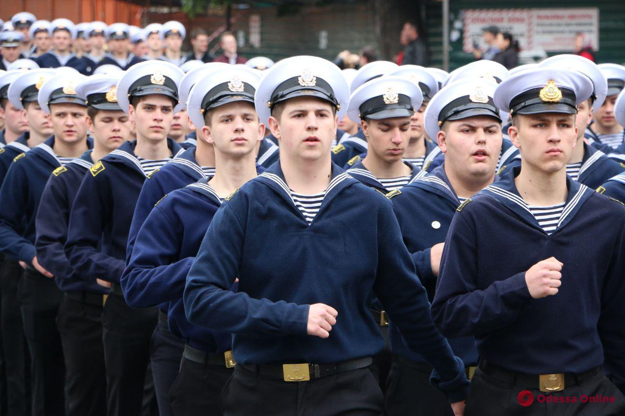 Курсанты морской академии прошли маршем по центральным улицам Одессы (фото, видео)