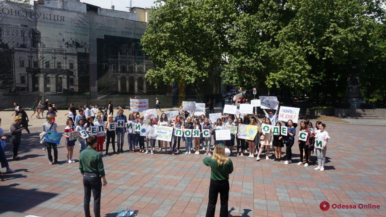 Одесские школьники и студенты провели акцию против глобального потепления (фото)