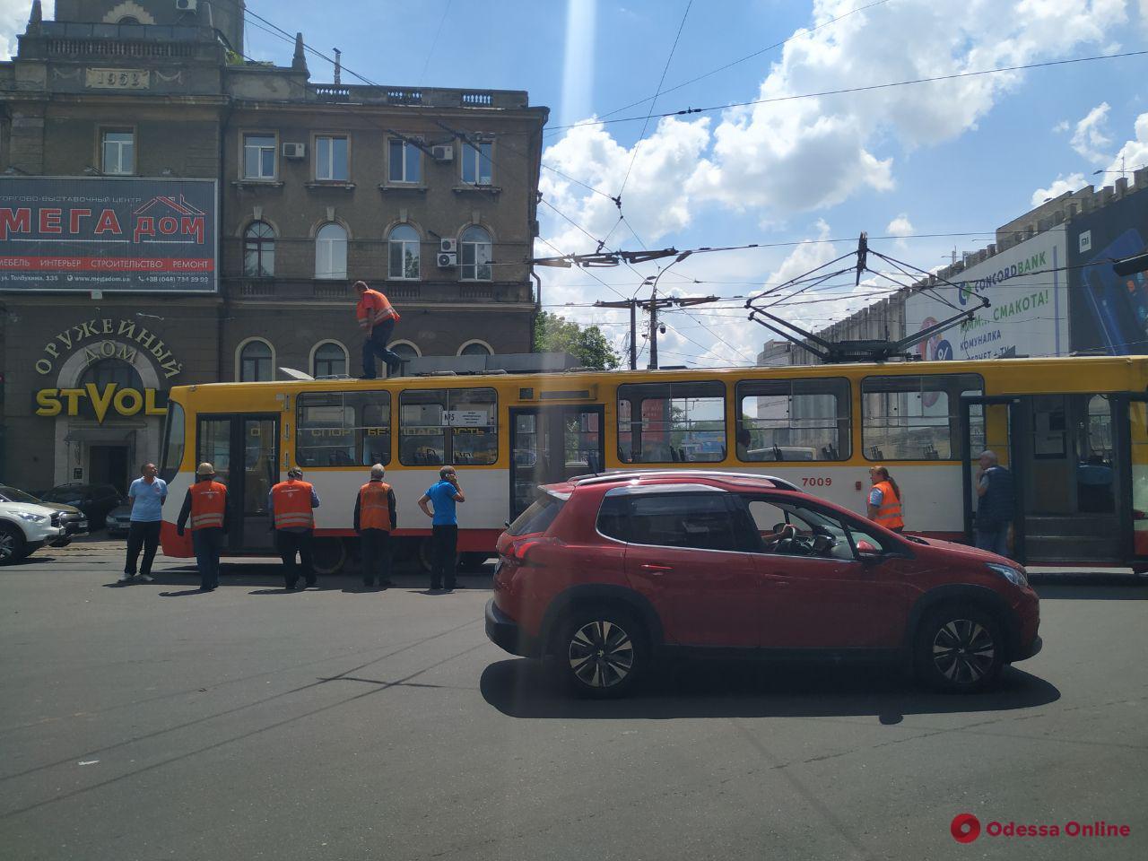 На Пантелеймоновской из-за обрыва проводов не ходят трамваи