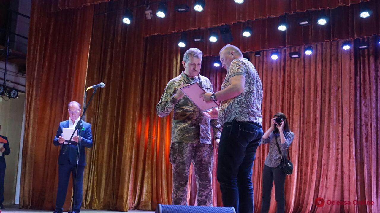 В Одессе наградили бойцов 18-го батальона теробороны