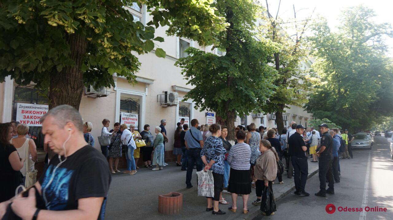 В Одессе под казначейством вновь митингуют сотрудники медицинского университета