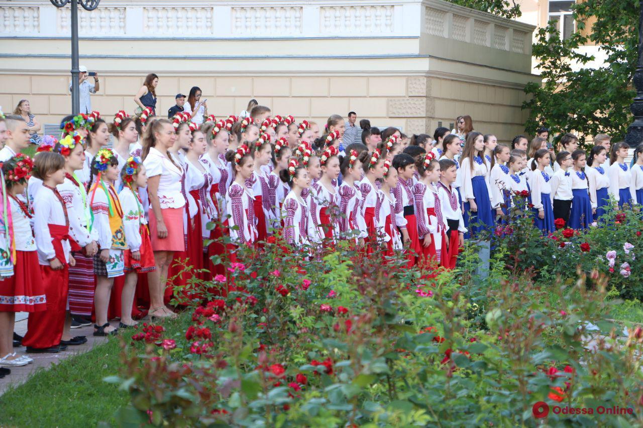 Пятьсот юных одесситов приняли участие в музыкальном флешмобе