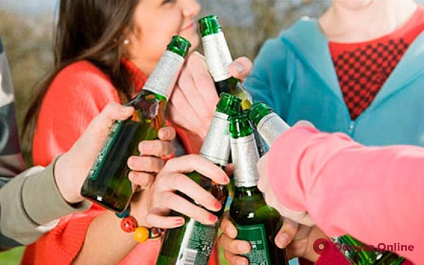 Двое жителей Одесской области напоили девочек-подростков — парней оштрафовали
