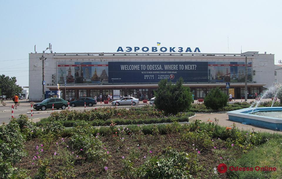 В Одесском аэропорту проводят обыски – нашли полсотни «жучков» (видео, обновлено)