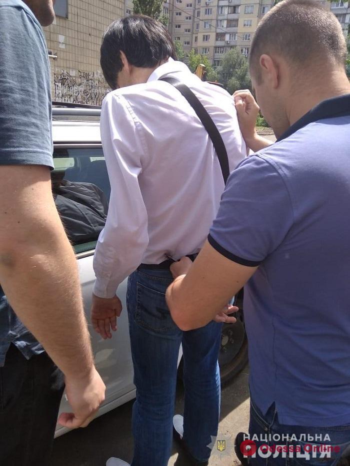 Одесские полицейские задержали киевлянина за съемки детского порно