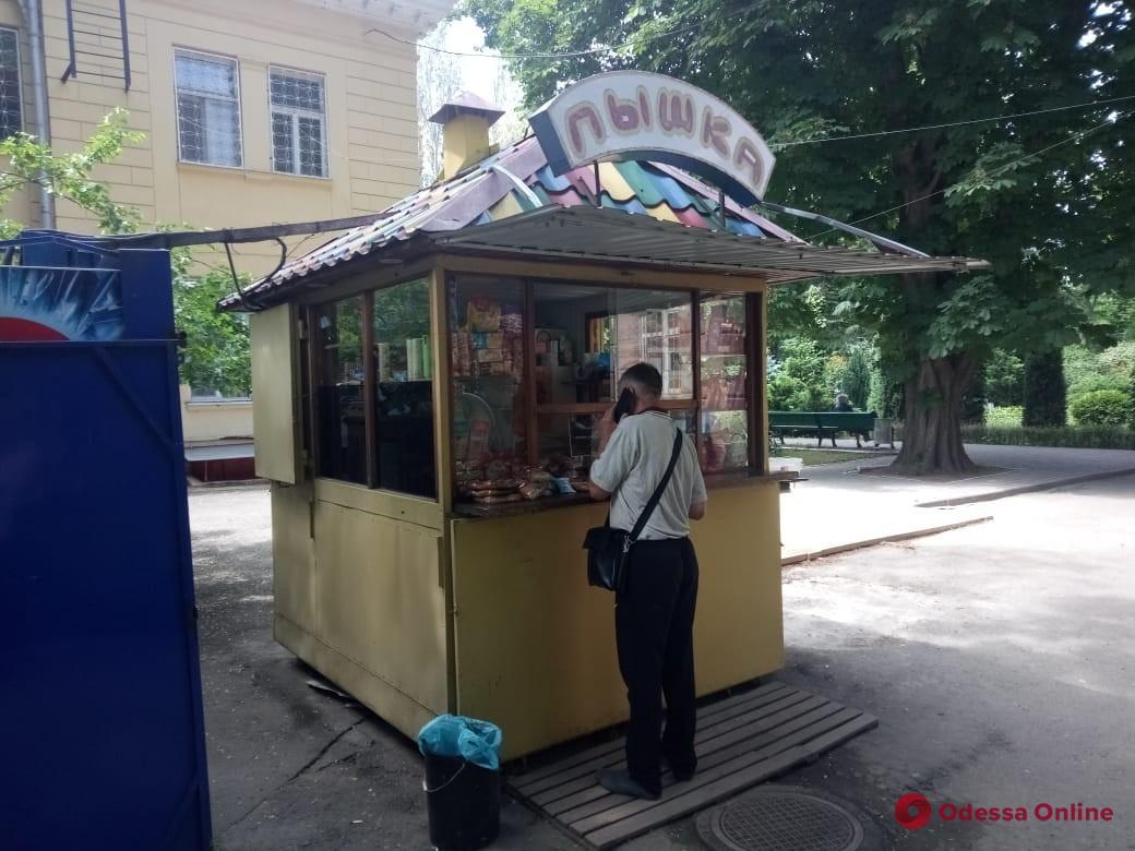 В Одессе демонтировали незаконные торговые объекты