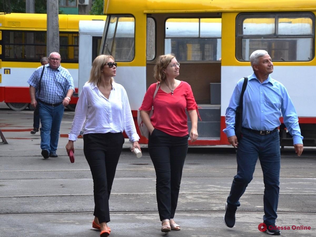 В Одессе чехам показали, как собирают низкопольные трамваи