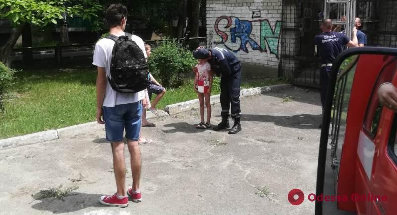 В Одесской области спасатели снимали девочку с крыши заброшенного здания
