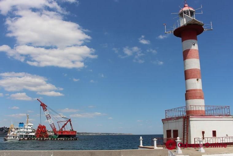 В порту Черноморска завершились дноуглубительные работы