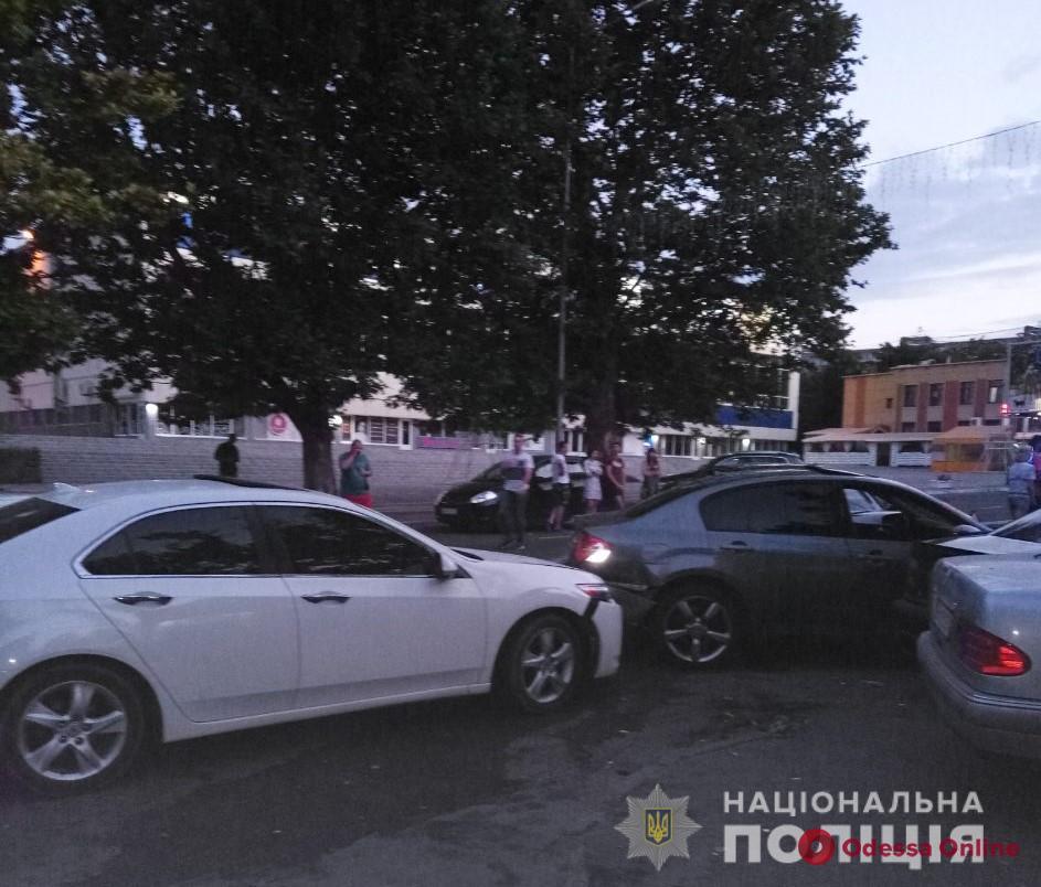 В Черноморске пьяный водитель  Audi протаранил пять машин