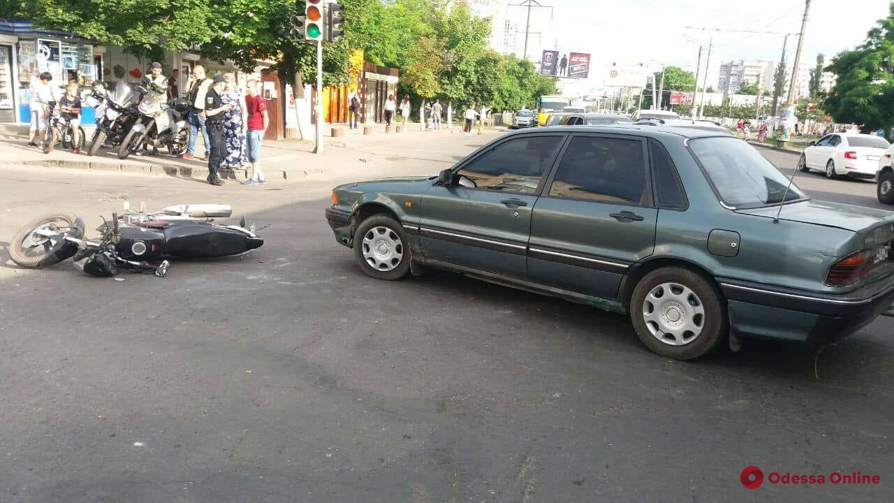 В Одессе столкнулись Mitsubishi и мотоцикл