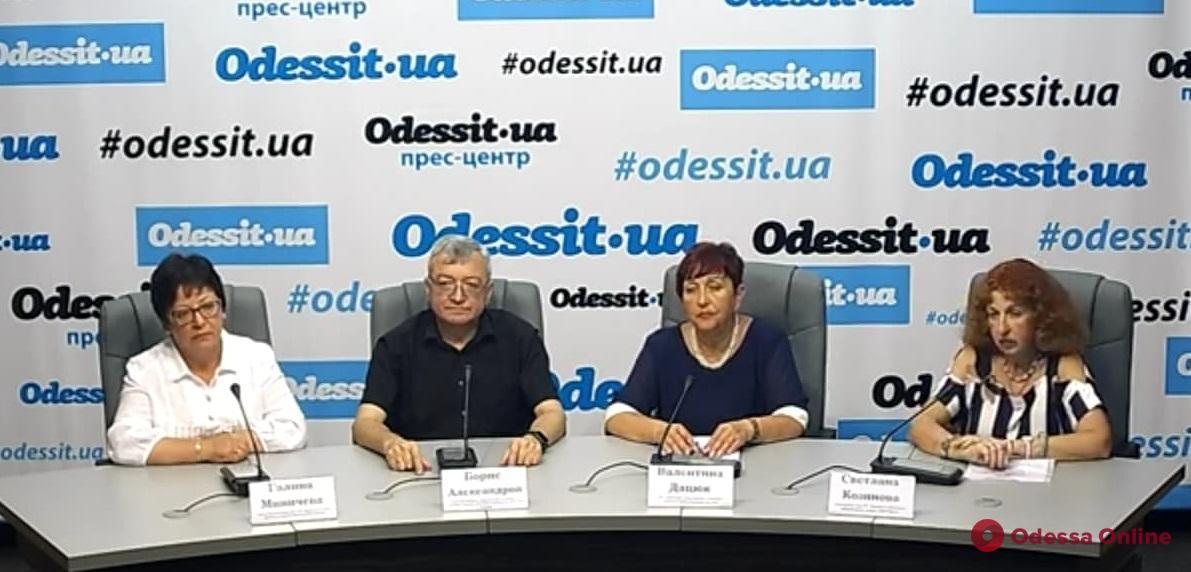 Одесса: эксперты назвали причины «зеленого моря»