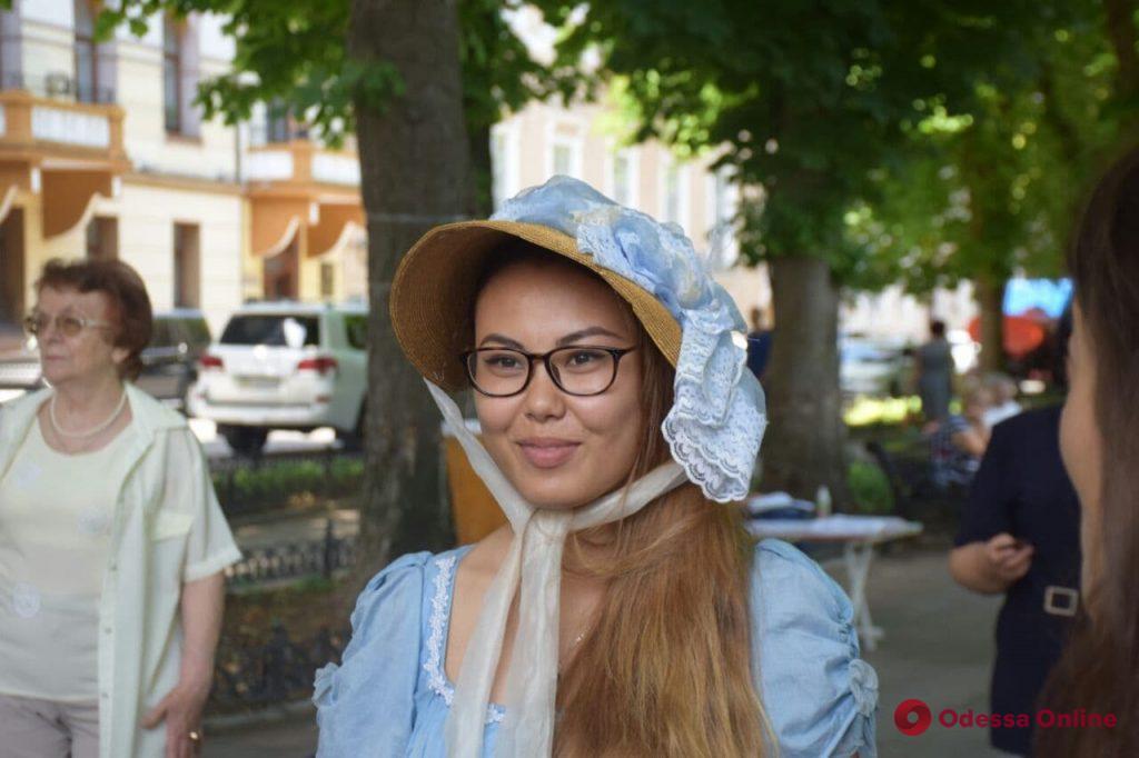 В Одессе иностранные студенты устроили литературный перформанс в день рождения Пушкина (фото, видео)