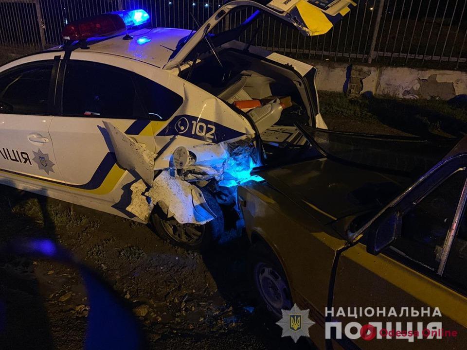 Одесская область: пьяный водитель на огромной скорости врезался в авто патрульных