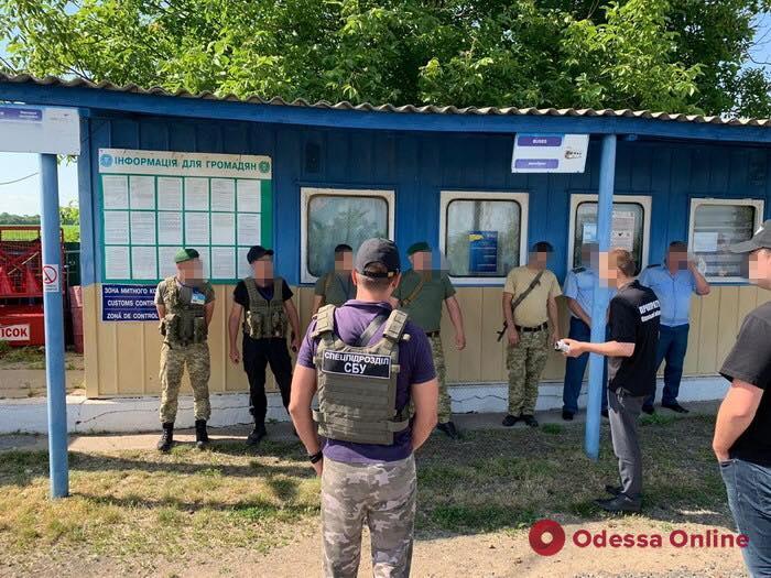 В Одесской области таможенники и пограничники погорели на взятке