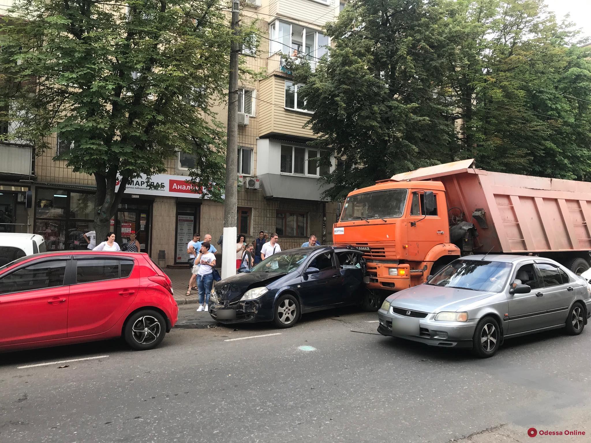 ДТП на Черняховского: четыре машины встали «паровозиком»