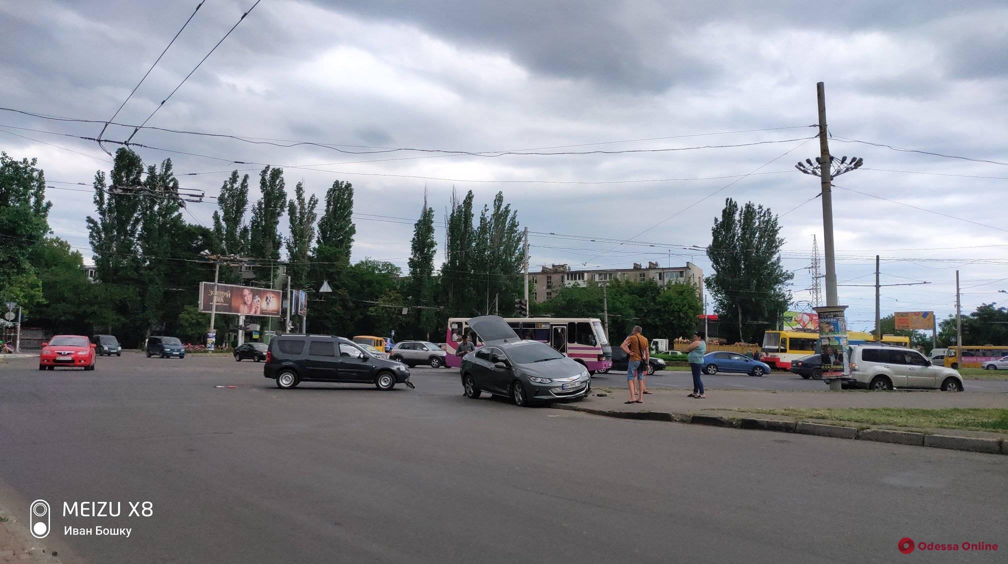 В Одессе столкнулись легковушка и минивэн